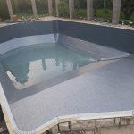 Épített medence
