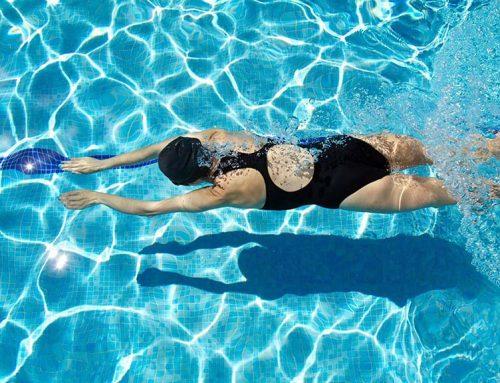 10 ok az úszás mellett